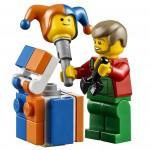 LEGO Creator Winter Village Winter Toy Shop (10249) 14