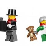 LEGO Creator Winter Village Winter Toy Shop (10249) 17
