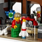 LEGO Creator Winter Village Winter Toy Shop (10249) 22