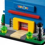 LEGO Bricktober 40144 Bricktober ToysRUs Store 02
