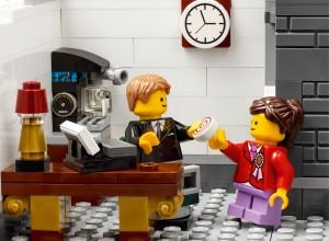LEGO Creator Expert Modular 10251 Brick Bank 08