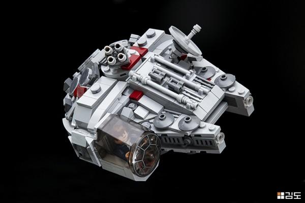 LEGO STAR WARS CHIBI MILLENIUM FALCON