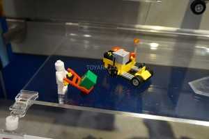 LEGO City 60101 Airport Cargo Plane 3