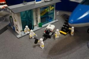 LEGO City 60104 Airport 3