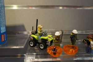 LEGO City 60120 Volcano Starter Set 2