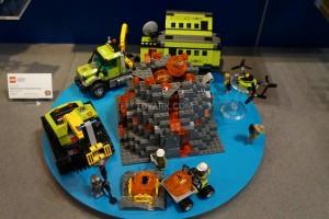 LEGO City 60124 Volcano Exploration Base 2