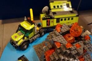 LEGO City 60124 Volcano Exploration Base 4