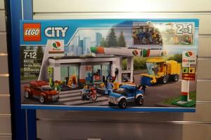 LEGO City 60132 Service Station 1