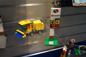 LEGO City 60132 Service Station 2