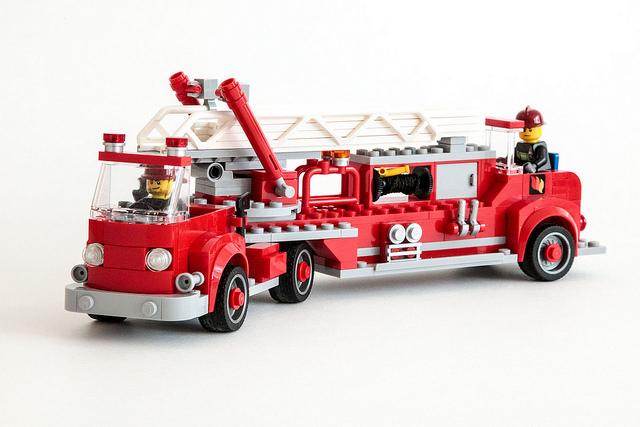 Camion de pompier vintage du neo classic lego city - Camion pompier cars ...