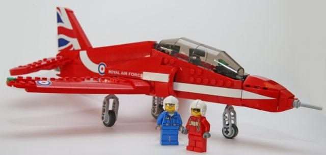 LEGO Ideas Red Arrows Hawk Pilote