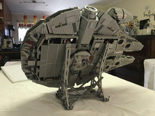 Support vertical LEGO 75192 Millennium Falcon UCS
