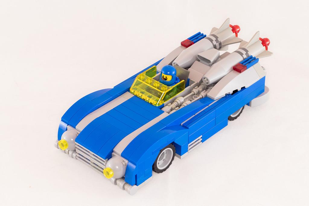 une voiture de course et un monster truck neo classic space pour benny hellobricks blog lego. Black Bedroom Furniture Sets. Home Design Ideas