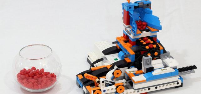 Une catapulte à bonbons avec LEGO Boost