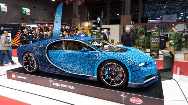 LEGO Technic Bugatti Chiron Paris Motor Shop