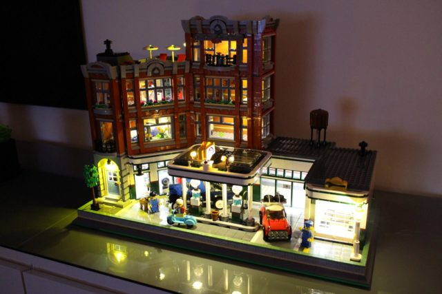 Double modular LEGO 10264 Corner Garage