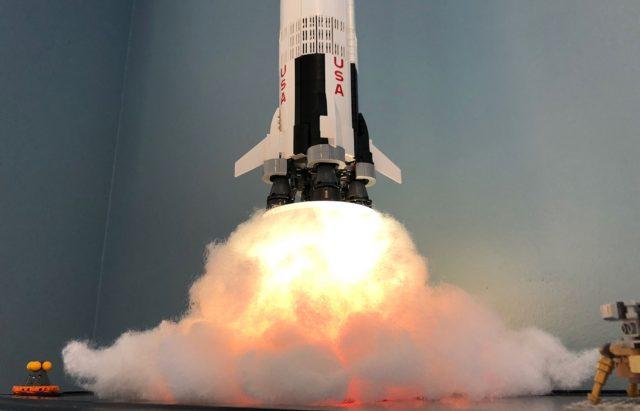 Exposer fusée LEGO Ideas 21309 Saturn V