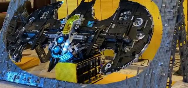 Batwing XXXL et Batcave avec support rotatif