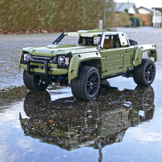 Land Rover Defender LEGO Technic 42110 B Model