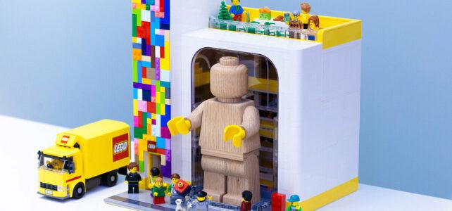 Modular LEGO Store 853967 Wooden Minifigure