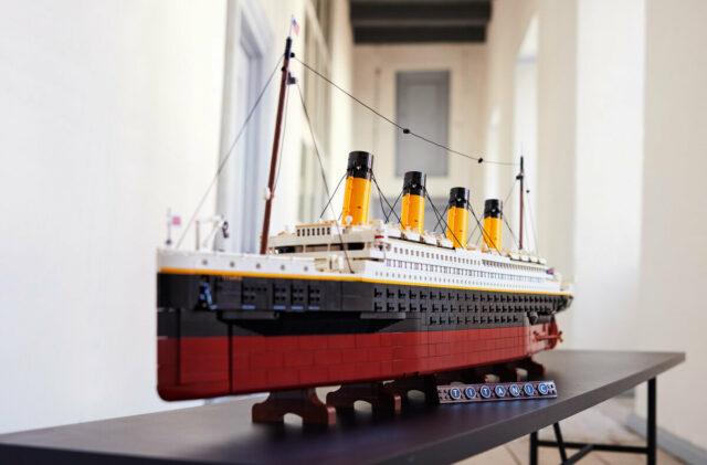 LEGO 10294 Titanic display