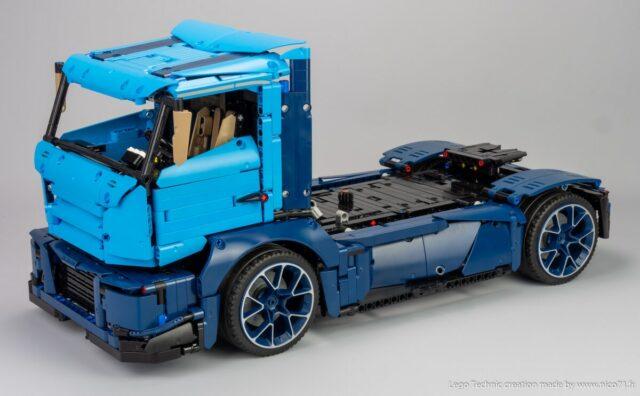 LEGO Technic 42083 Bugatti Chiron Model B Nico71